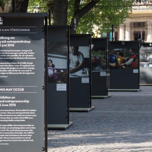 """Utställningen """"Lokala avvikelser kan förekomma"""" på Raoul Wallenbergs torg"""